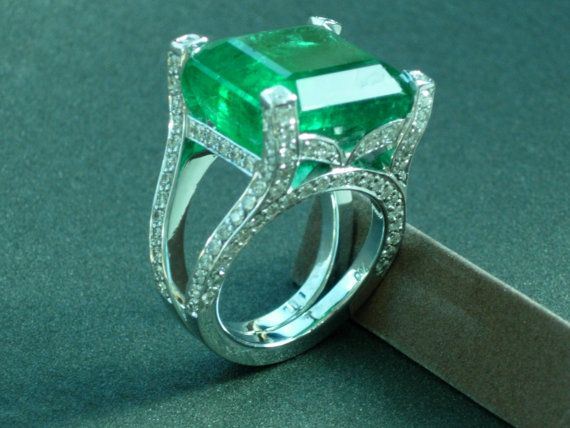 Colombian emerald ring on Etsy, $7,000.00