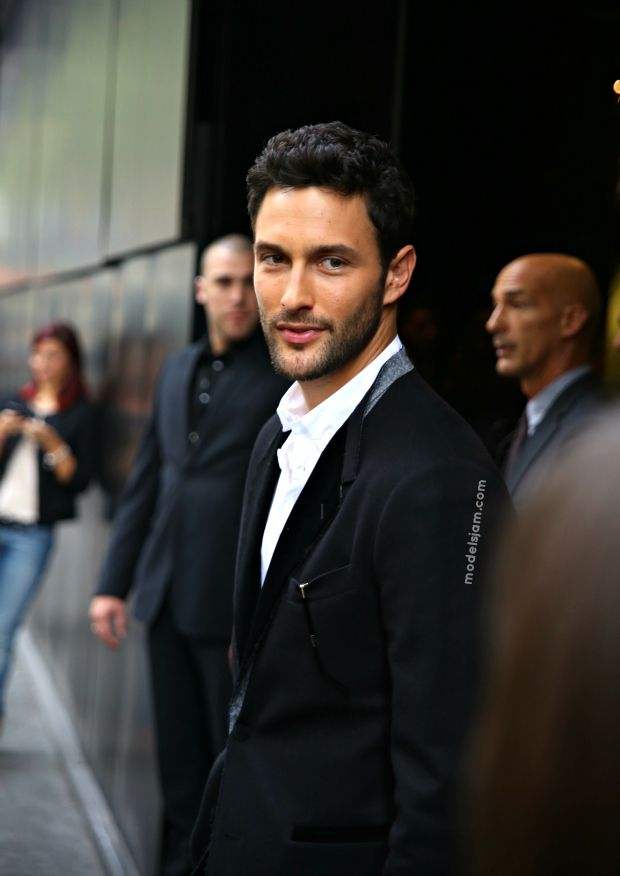 MODELS JAM: Noah Mills after Dolce and Gabbana show, Milano, September 2012. Kinda HOT.