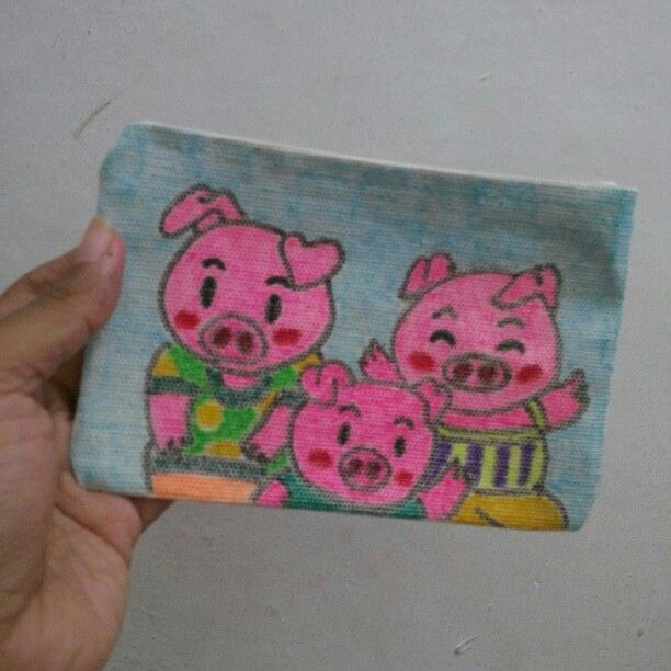 Three little pigs - hand drawing coin pocket