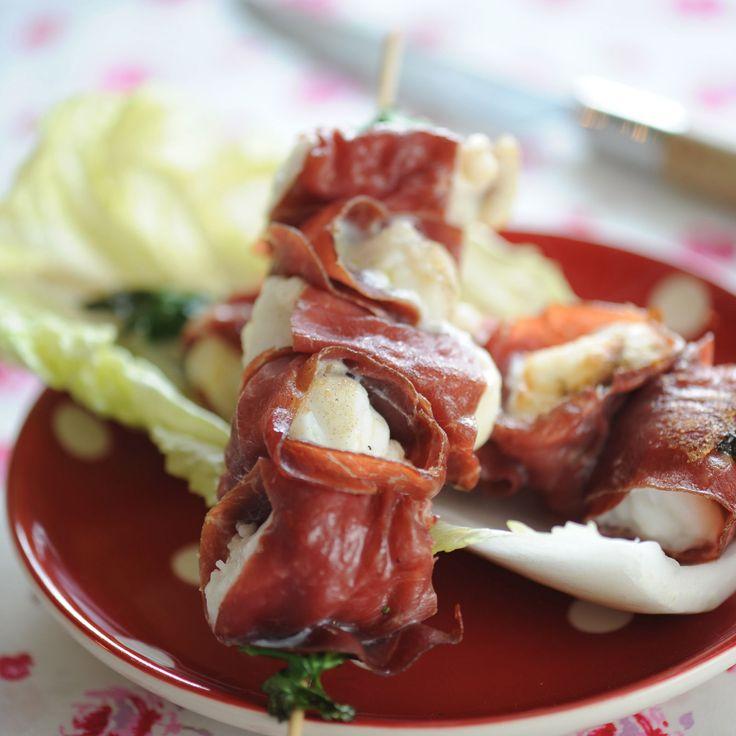 Découvrez la recette des brochettes de cabillaud à la viande des grisons