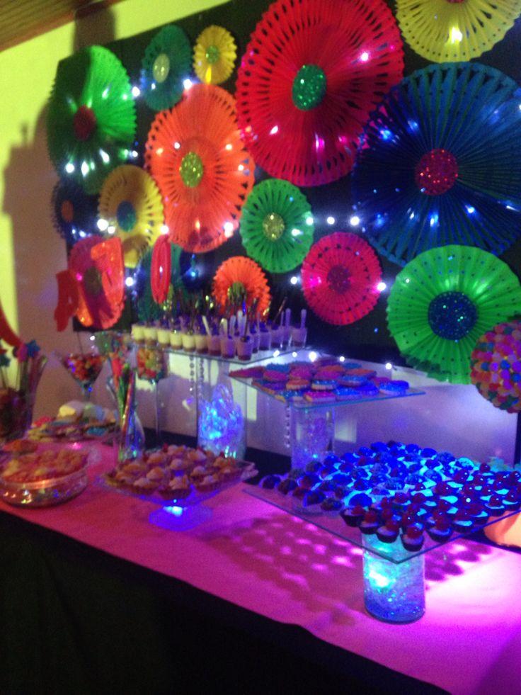 Mesa de dulces neon