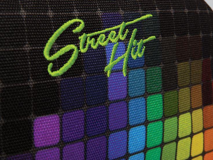 Kolory kolory ! Czarny plecak młodzieżowy z kolekcji StreetHIT z kolorowymi elementami