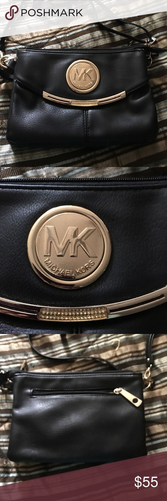 Michael Kors purse Navy blue MK Purse used a few times still in great condition has 4 big pockets and couple little zipper pockets Michael Kors Bags Crossbody Bags