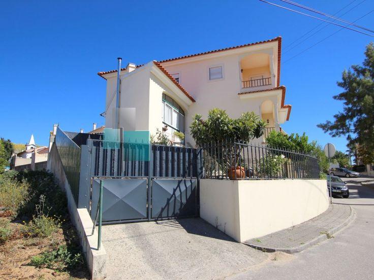 Moradia T3+1 junto à Batalha  #moradia #casa #house #novilei #leiria #portodemos #batalha #portugal #imoveis #imobiliaria