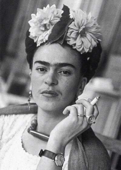 """Frida Khalo a Diego Rivera 23 luglio 1935 […] Perché dovrei essere così sciocca e permalosa da non capire che le lettere, le  tresche, le insegnanti di…inglese, le modelle gitane, le assistenti di  """"buona volontà"""", le allieve interessate """"all'arte della pittura"""" e le  inviate plenipotenziarie da luoghi lontani sono solo avventure, e che in  fondo io e te ci amiamo moltissimo, e anche se passiamo attraverso  innumerevoli avventure, porte sbattute, insulti e lamenti a l..."""