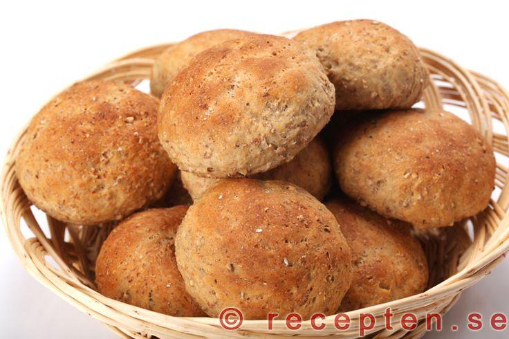 Rågflingebullar GI-bröd - Recept på Rågflingebullar. Mycket gott, nyttigt bröd med lägre GI som du bakar enkelt. Mycket fibrer.