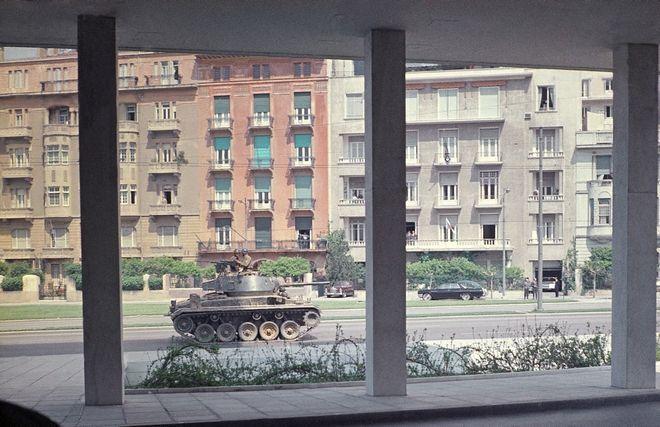Η Χούντα στόχευε το μυαλό - Σπάνια έγχρωμη φωτογραφία της 22ας Απριλίου του 1967 που έστειλε Ιταλός τουρίστας από ξενοδοχείο της Αθήνας, στο Associated Press