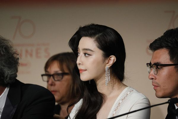 Fan Bingbing Photos Photos - Jury member Fan Bingbing attends the Palme D'Or winner press conference during the 70th annual Cannes Film Festival at Palais des Festivals on May 28, 2017 in Cannes, France. - Winner's Press Conference - The 70th Annual Cannes Film Festival
