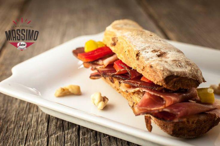 Specialitățile Massimo se prepară cu o varietate de pâini tipic italienești. Mezelurile folosite provin din celebra regiune Emilia Romagna. Combinate cu crema de parmigiano, acestea devin sandvișuri semnătură ale bucătăriei Massimo. Descoperă il vero gusto italiano la Massimo! #italianfoodlovers #food #italian #dinner #lunch #yummy #eat #tasty