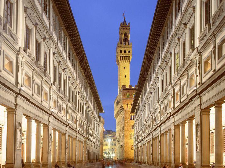 Uffizi Gallery play host to an outdoor cinema