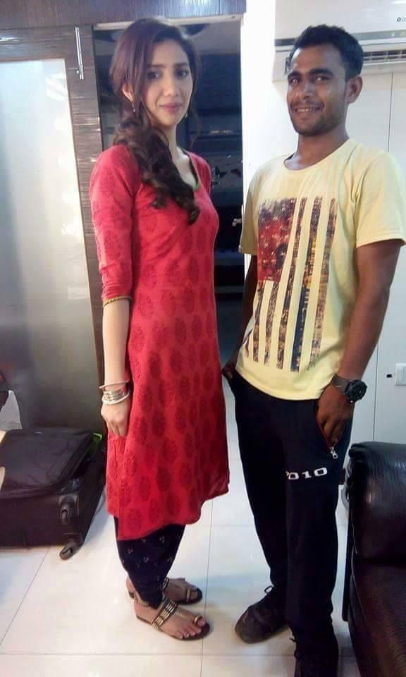 Another Look of Mahira Khan On The Sets of Raees