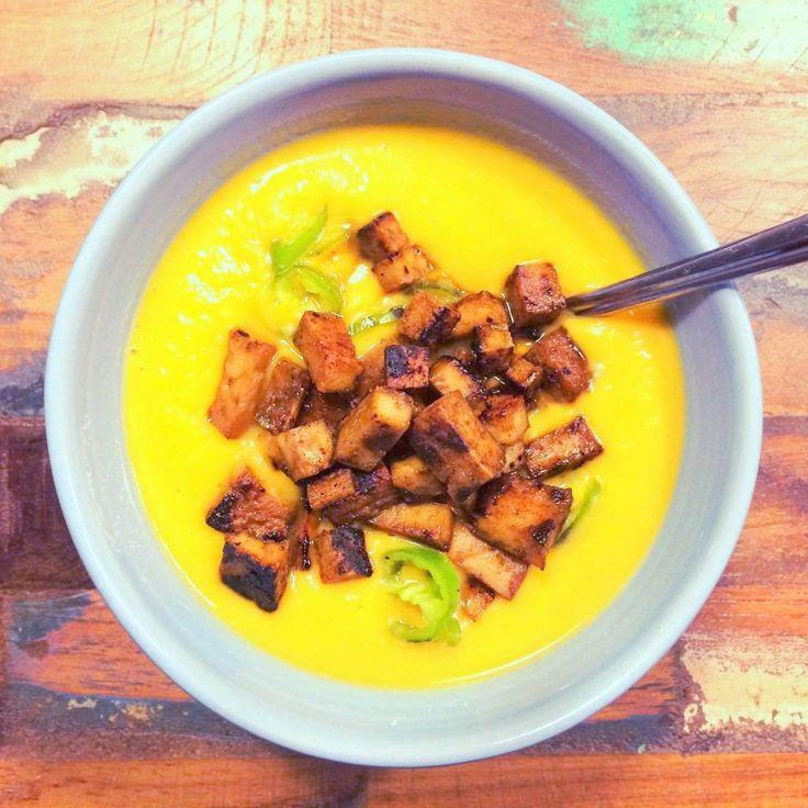 Süßkartoffelsuppe mit Ingwer, Knoblauch und Kokosmilch: In 20 Minuten fertig!