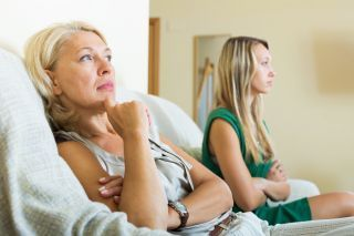 8 Types of Toxic Patterns in Mother-Daughter Relationships