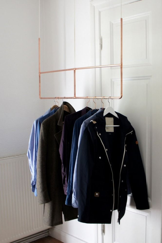 Kleiderstange bzw. Garderobe aus Kupferrohren. Auf Etsy.