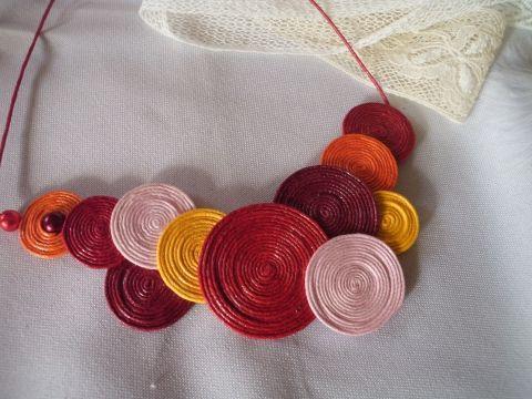 """""""egyszerüen kellemes"""" nyaklénc meleg színekbők készült kis nyakék."""