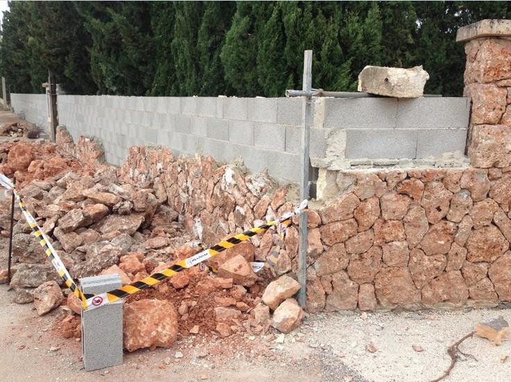 Haciendo un muro de piedra natural en bunyola palma de - Muros de piedra natural ...