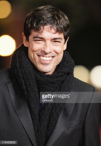 alessandro-gassman-attends-the-premiere-for-un-principe-chiamato-toto-picture-id115435935 (409×594)