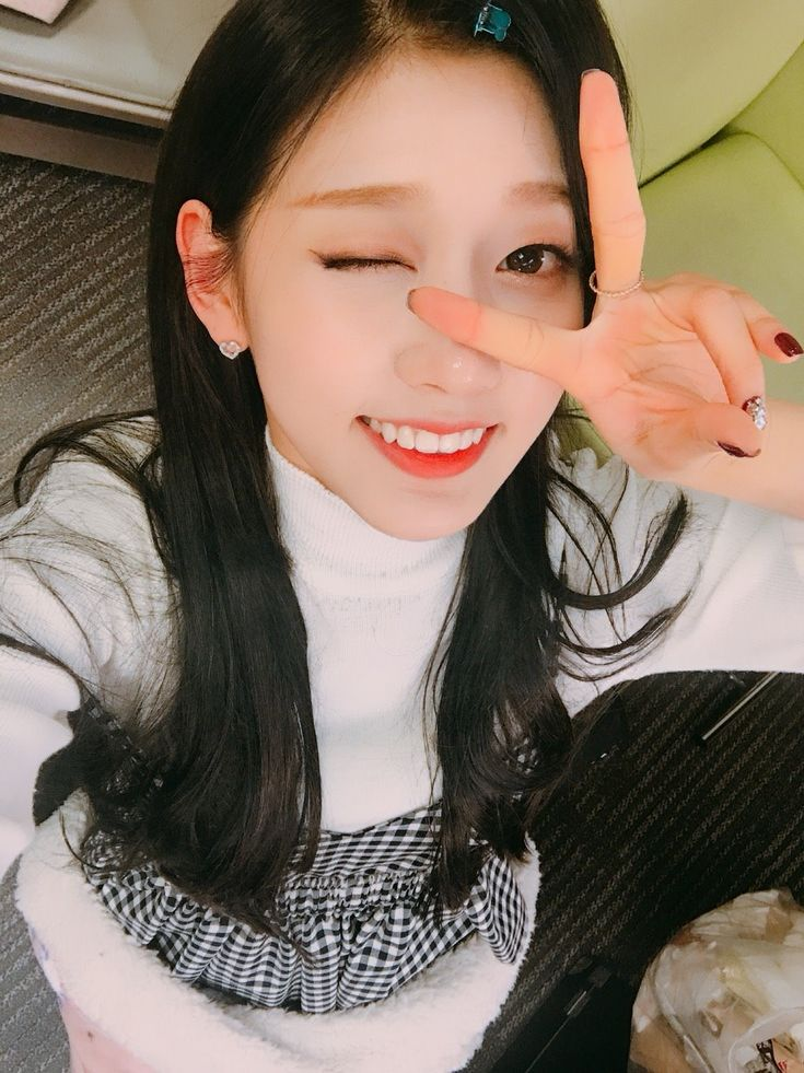 Jung Ye-in (정예인) of Lovelyz (러블리즈) ❤❤ I just love her!! Her smile is so beautiful, it makes my heart melt!