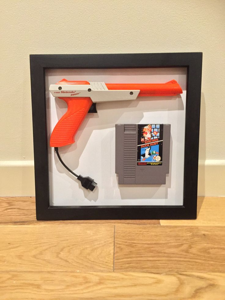 Nintendo NES Zapper Gun And Duck Hunt Game Frame #Nintendo #NES #Zapper #NintendoGift #NintendoDecor #GeekGift #DuckHunt Visit Etsy.com/uk/shop/BachPad