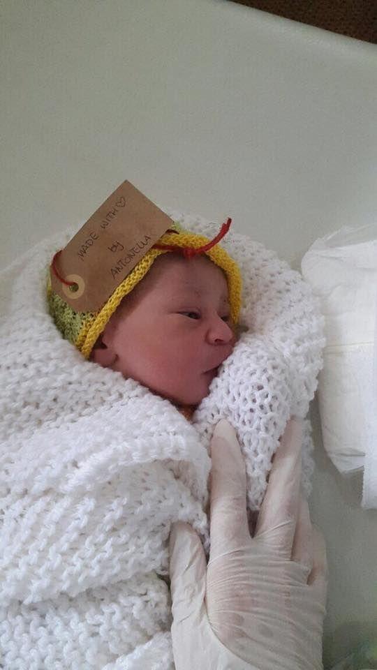 """MAM Beyond borders   🌷 NASCITA=PROMESSA DI FELICITÀ 🌷  """"Mi ha sempre stupito la promessa di felicità che si prova quando nasce un bambino in sala parto.  Tutti sono entusiasti e lui non sa fare niente... ha bisogno di tutto … Ma perché? Tutti sono entusiasti e 'presi' da questa nuova presenza perché lì c'è una promessa di compimento e di felicità."""" Dott.ssa Elvira Parravicini  Foto: St. Gabriel Clinic, Getche, Ethiopia"""