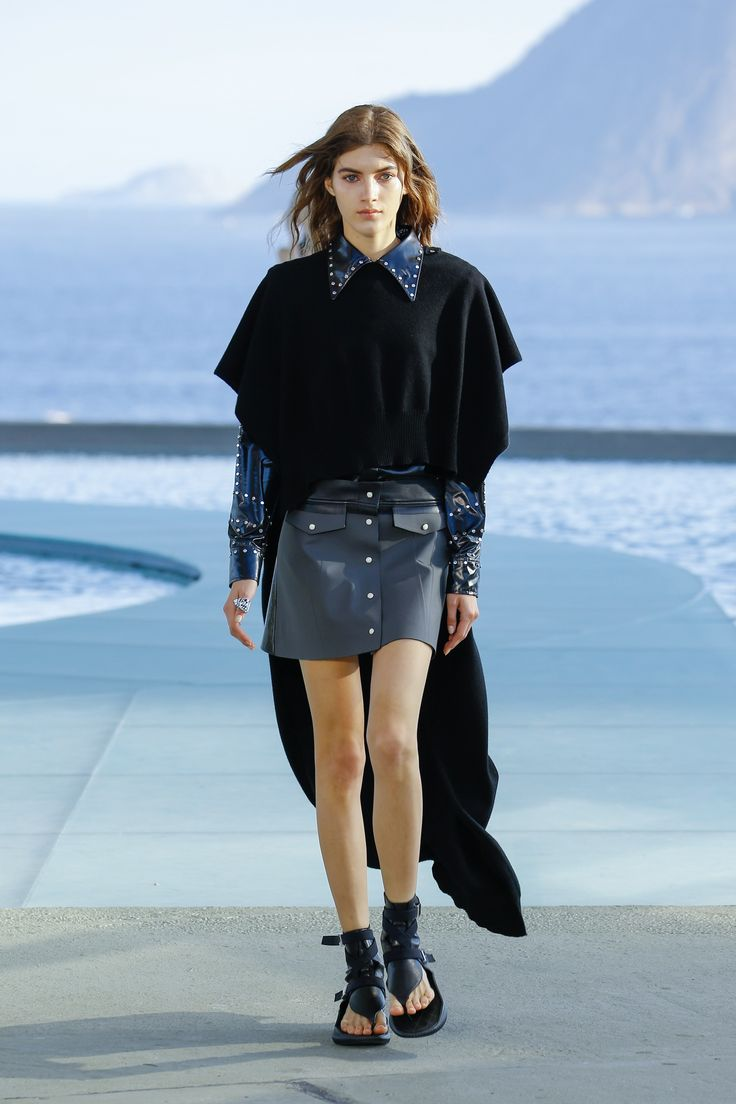 http://www.vogue.com/fashion-shows/resort-2017/louis-vuitton/slideshow/collection