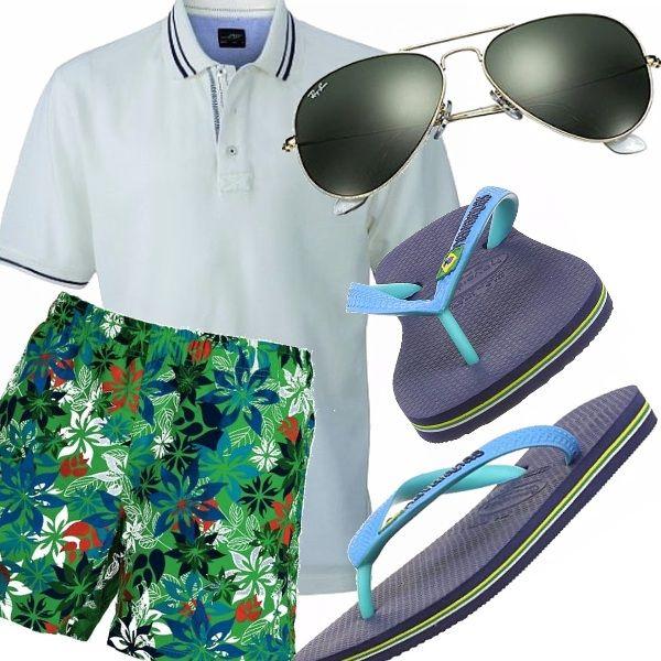 Divertenti pantaloncini da mare con stampa tropicale, danno subito un'aria di vacanza , semplicemente abbinati ad un Polo bianca e alle infradito di gomma, che dite, si parte?