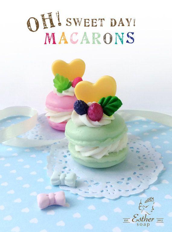 Elke verpakking bevat 1 Handmade soap Macarons.  Beschikbare kleuren: Tiffany blauw, roze paars en nog veel meer. Allemaal met fruitige geuren  *************************** Geweldig voor bruids of bruiloft douches, baby!  *************************** Desgewenst op maat ~ gemaakt ontwerpen, gelieve mij te contacteren *******************   Ingrediënten: Macaron en decor: glycerine-zeep-Base  Room: olijfolie (50%), kokosolie, palmolie. Micas en fruitige geur olie.  Moet meer Neem contact met mij…