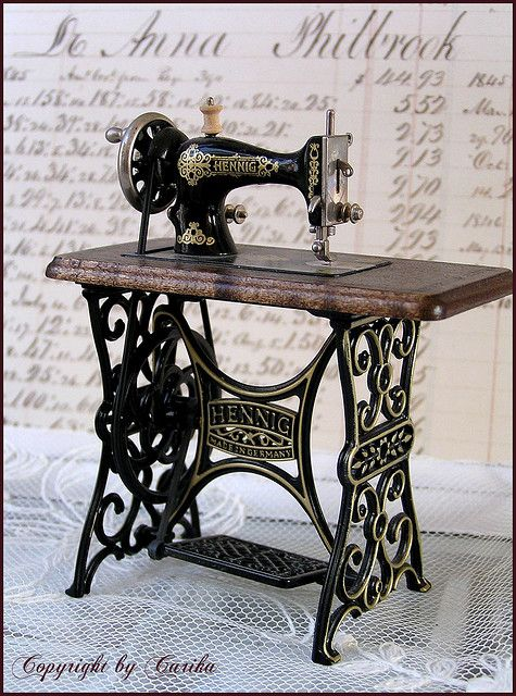 Miniature Vintage inspired sewing machine by Boxwoodcottage, via Flickr