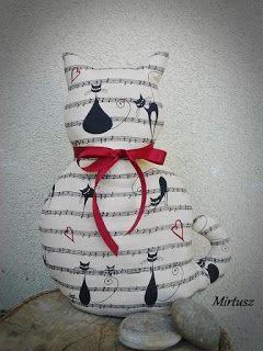 Textilmacska kottás-cicás anyagból  Mirtusz : Párizsi Macskák - Ősz