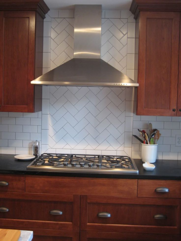 Herringbone Backsplash Herringbone Pattern In Backsplash Kitchens Forum Gardenweb Herringbone Subway Tilesubway Subway Tile Backsplash