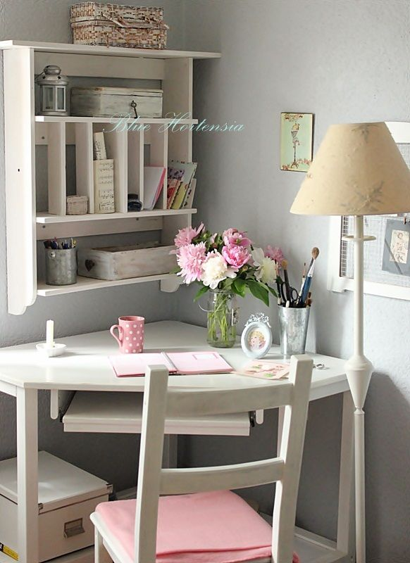Blue Hortensia..............Love everything about this little work area! Great for almost any room in the house!