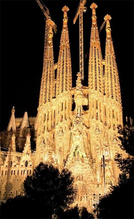Antoni Gaudi. Sagrada Familia. Breathtaking!