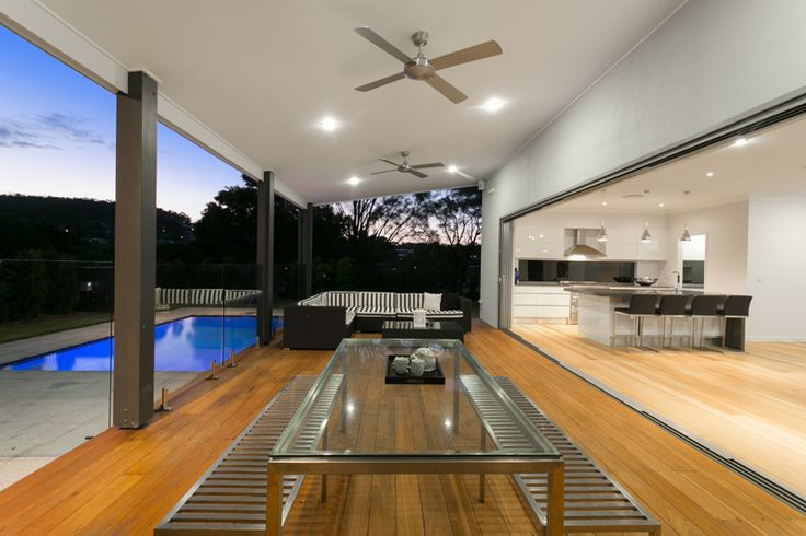 We used a 9.5m sliding glass door to open up the back of the house to increase the connectivity between the Living areas and the outdoor Alfresco.  The seamless integration from inside to out was accomplished by hiding the end panels of the sliding glass door inside the wall cavity.