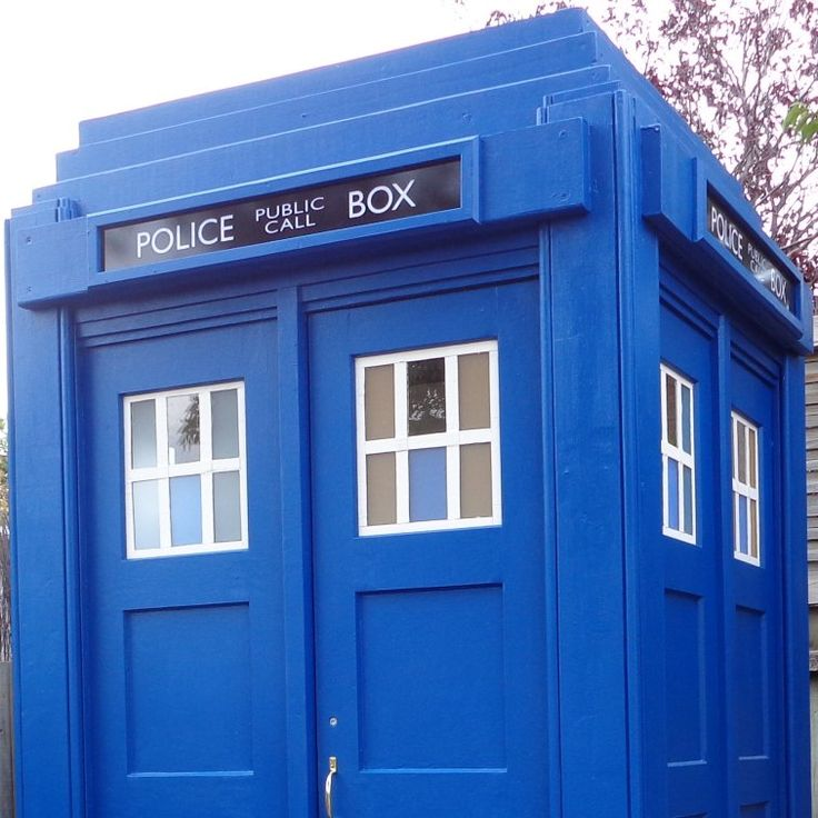 Adding the police call box sign to the TARDIS