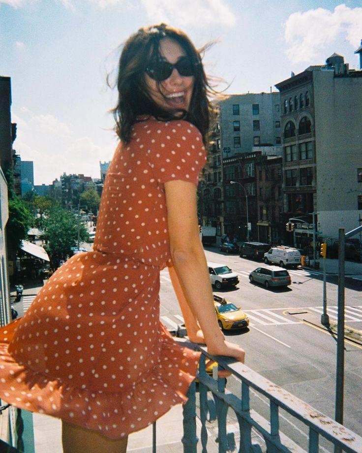 """5,651 kedvelés, 16 hozzászólás – Réalisation Par (@realisationpar) Instagram-hozzászólása: """"TB to sunnier days on Bowery with Dev """""""