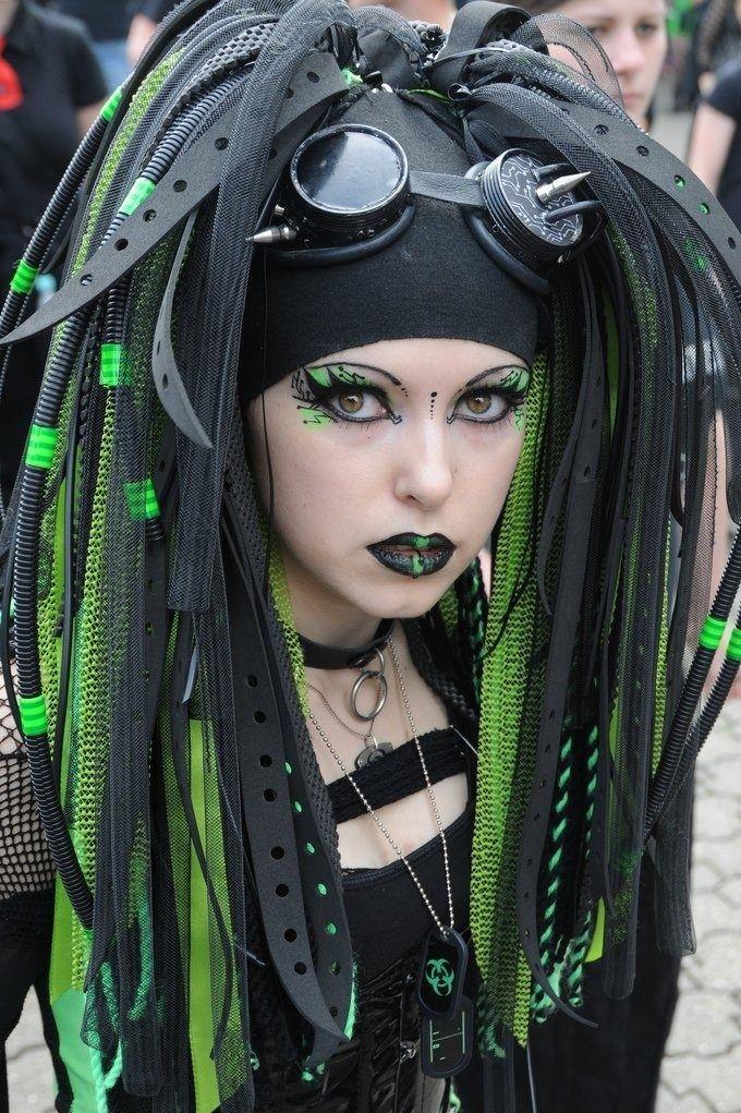 Cyberpunk amazingness: Cybergoth, Goth Girls, Eye Makeup, Goth Style, Halloween Costumes, Makeup Ideas, Cyber Goth, Green Eye, Gothic Fashion
