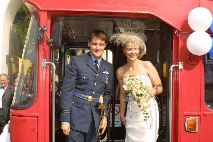 Ślubne zdjęcia gwiazd  Monika Richardson (obecnie: Zamachowska) i Jamie Malcolm na swoim ślubie w 2001 roku