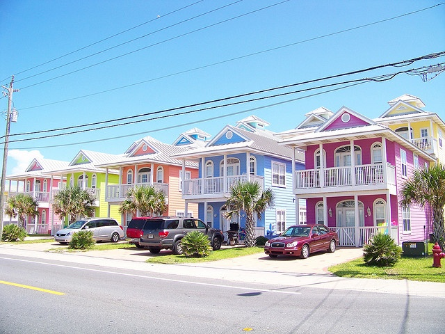 Aghhh i LOVE passing these houses in Panama City! they are the absolute cutest! Cant wait for SB2k12!