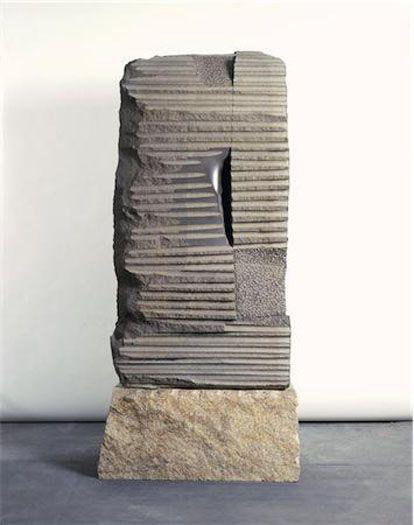 ISAMU NOGUCHI Narrow Gate (1981) Basalt | The Noguchi Museum