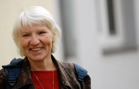 Heidemarie Schwermer, een 69-jarige vrouw uit Duitsland, gaf het gebruik van geld 15 jaar geleden op en zegt dat ze veel gelukkiger is sinds die tijd. Heidemarie's ongelooflijke verhaal begon 22 ja...