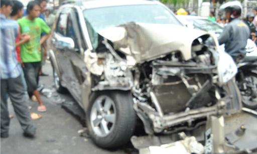 http://www.dapurredaksi.com/hukum/857-bmw-anaknya-hatta-rajasa-tabrak-luxio-2-orang-tewas/ - BMW Anaknya Hatta Rajasa Tabrak Luxio, 2 Orang Tewas
