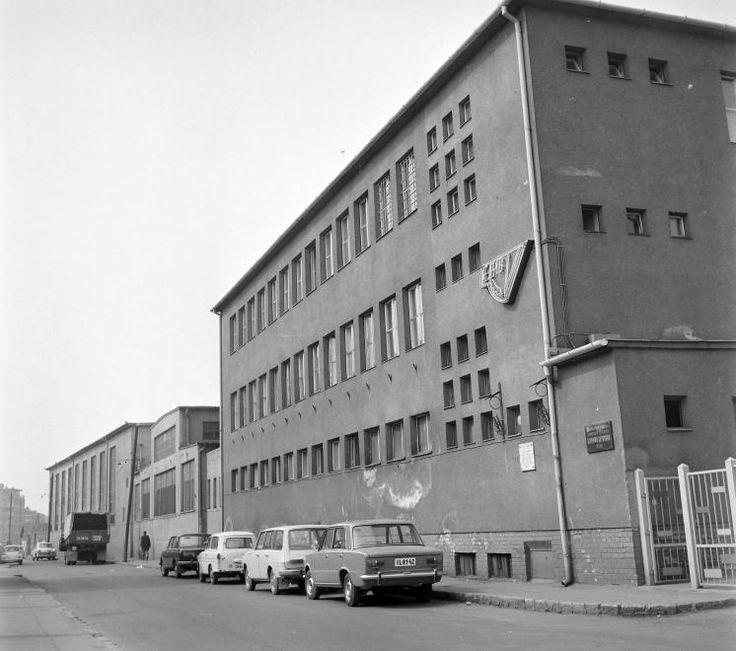 Nagy Lajos király útja (Szalai András utca), Sopiana Gépgyár.