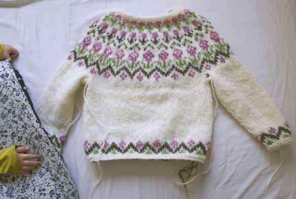 "Child's Lopapeysa ""Rosa"" - free pattern"