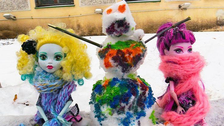 Куклы Монстер Хай: видео про игрушки и зимние игры! Лепим цветного снего...
