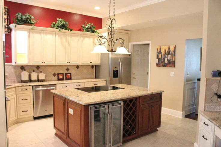 13 best images about two tone kitchens on pinterest for Ivory colored kitchen cabinets