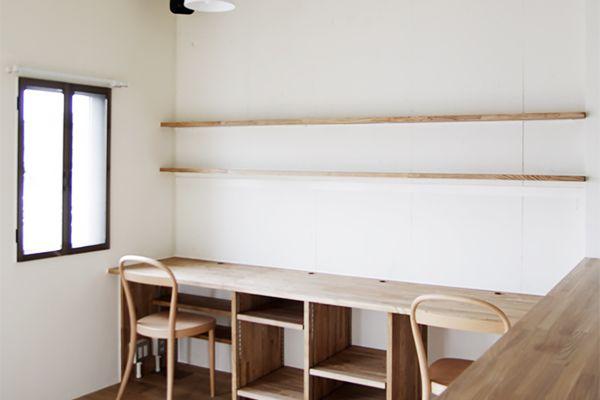 壁構造のマンションリノベーション コンクリートの間仕切り壁と 最上階の斜めになった天井をそのまま活かし 三角屋根の図工室みたいな空間にリノベーション マンショ 模様替え 間仕切り壁 リノベーション