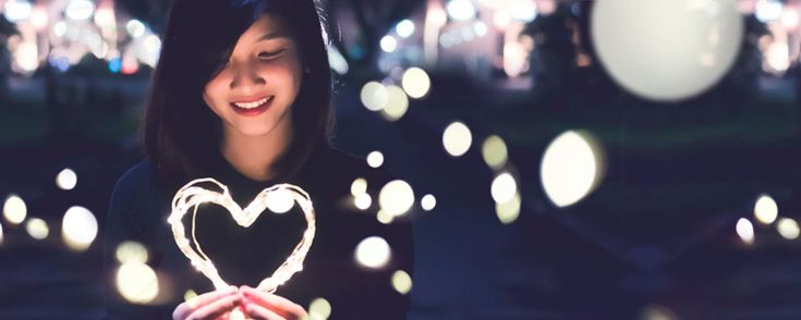 Download this free photo here www.picmelon.com #freestockphoto #freephoto #freebie /// Girl with Sparkling the Heart Panorama | picmelon