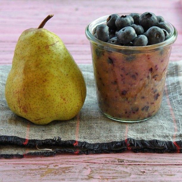 Blueberry and #pear #toddlermeal recipe from @annabelkarmel new post #ontheblog link in profile. Styling @rakottkert @apacukaceramics *************  #vegan #toddlermeals #baby #babyfood #foodphotography #foodstyling #vegansdoitbetter #inspiration #finom #morning #goodmorning #gasztrofoto #áfonya