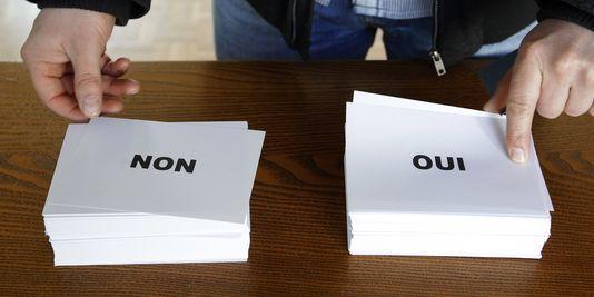 """Les Alsaciens sont appelés aux urnes dimanche 7 avril pour dire """"oui"""" ou """"non"""" à la fusion de leur conseil régional avec leurs deux conseils généraux. La participation à la mi-journée se situait à 9,19 % dans le Bas-Rhin et 11,16 % dans le Haut-Rhin."""