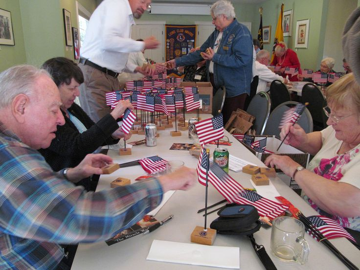 Lake Oswego #LionsClub (Oregon) taught 4th grade students about the history of the flag and provided a flag to take home